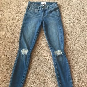 Distressed knee Jeans size 23